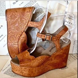 Free People gold brown Emboss Leather Sandal 40